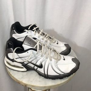 Nike Shoes - Men's Nike Max Air Tennis Shoes Size 9
